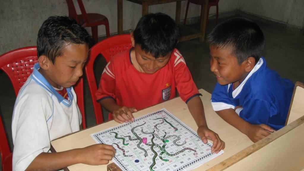 Pulsa en la imagen para verla en tamaño completoNombre: Children_playing_games_at_the_YIC.jpgVisitas: 265Tamaño: 70.6 KBID: 1114